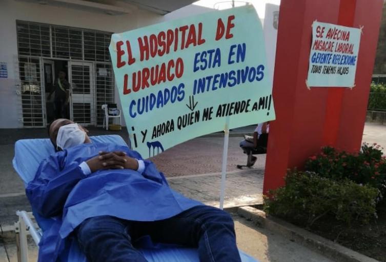 Médicos y enfermeras entran en paro.