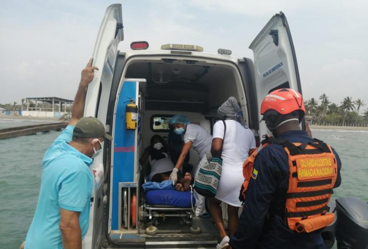 Armada Colombiana brinda apoyo a mujer en estado de embarazo
