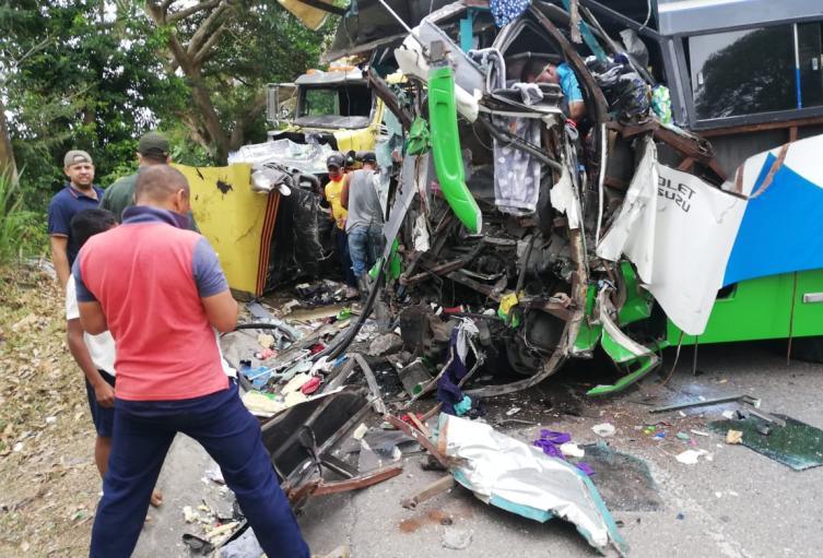 En el hecho falleció el conductor del bus por el impacto