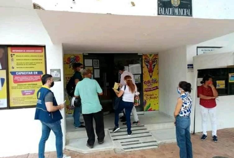 llegada de funcionarios de fiscalía a la alcaldia de Aguachica