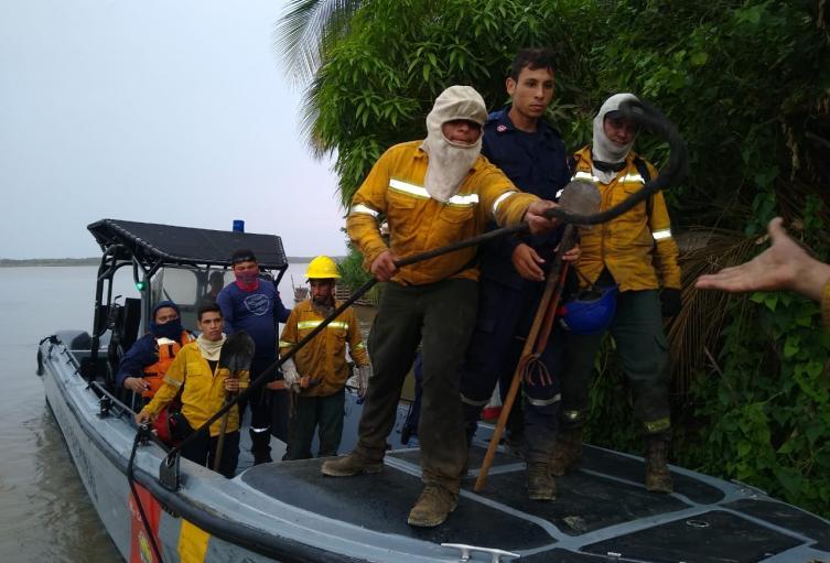 Los organismos de socorro extreman las medidas para poder llegar a los focos de los incendios