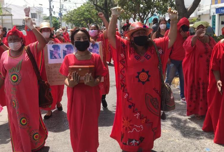 Mujeres indígenas Wayúu, protestan contra la cremación