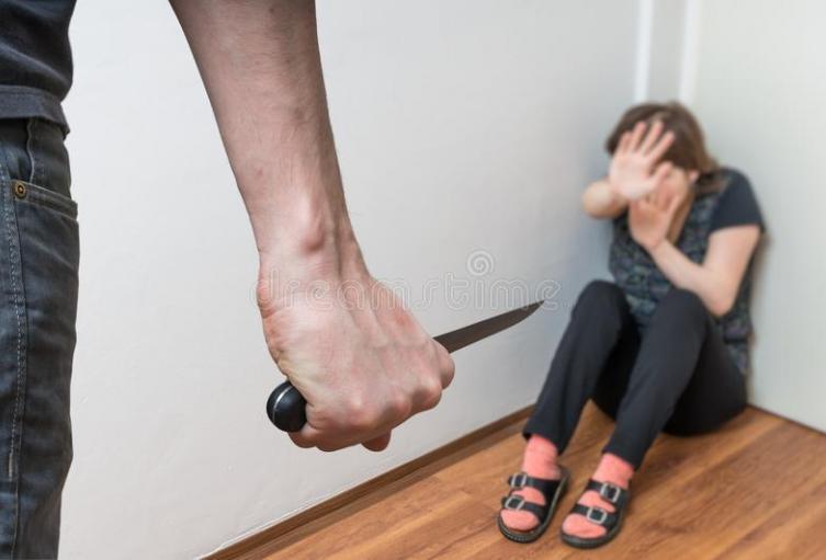 El hombre la habría asesinado con cuchillo.