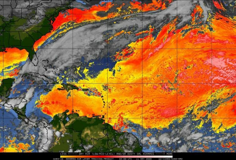 Imagen satelital de la nube con partículas de polvo del desierto del Sáhara sobre el caribe