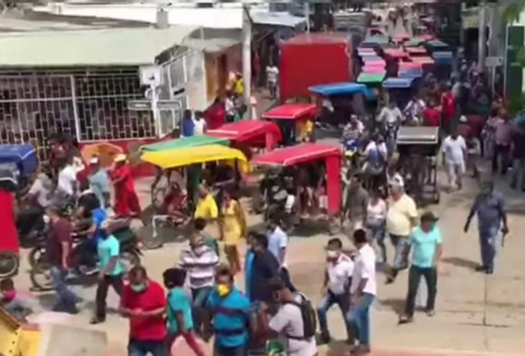 Cientos de ciudadanos salieron a las calles en el municipio de Uribia