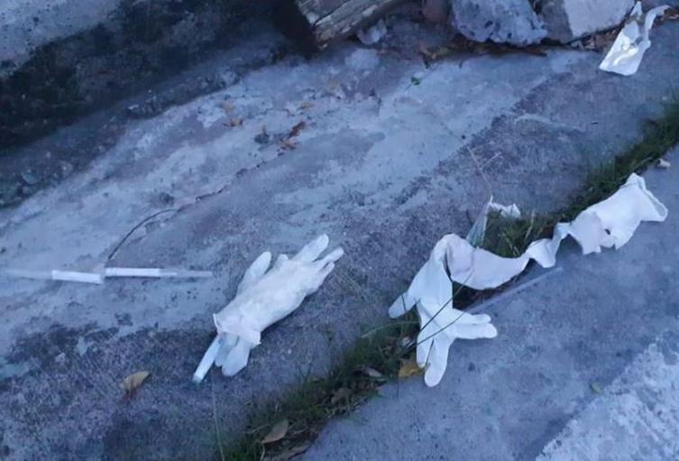 Residuos hospitalarios relacionados con pruebas de covid-19 hallados en Providencia