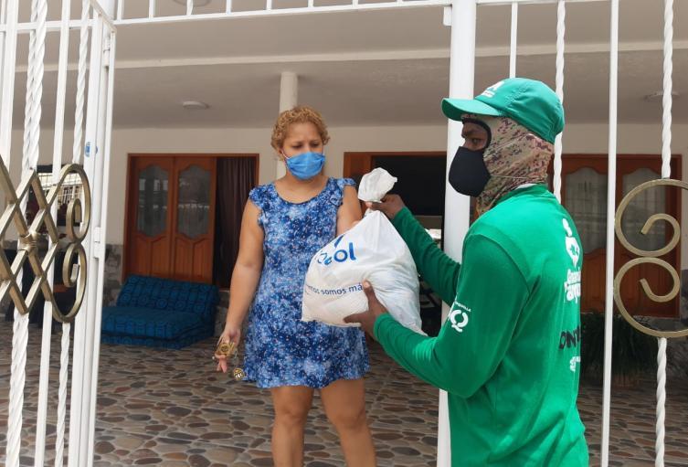 Las personas recibieron las ayudas en sus casas.