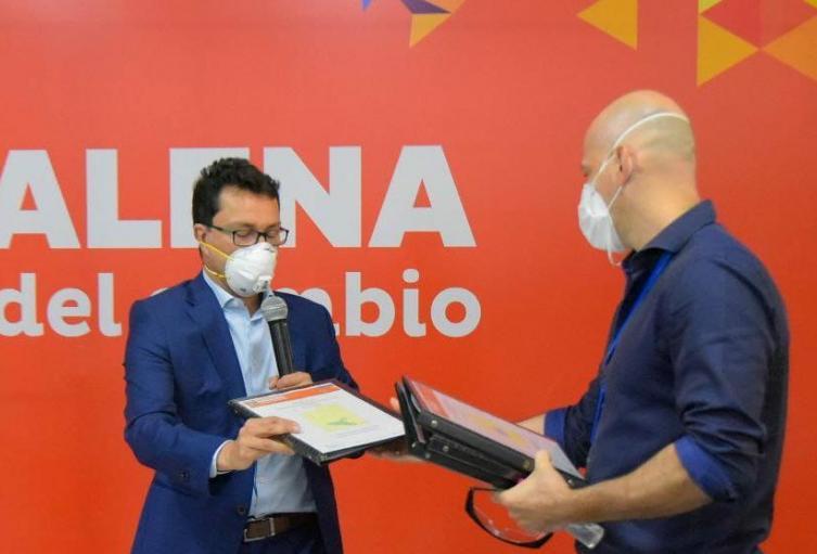 gobernador del Magdalena entrega plan de mejoramiento de salud a Contraloría
