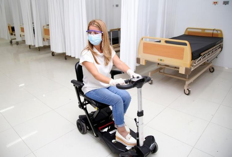 Elsa Noguera, gobernadora de Atlántico, visitó centro de atención de pacientes con Covid-19 en Barranquilla.