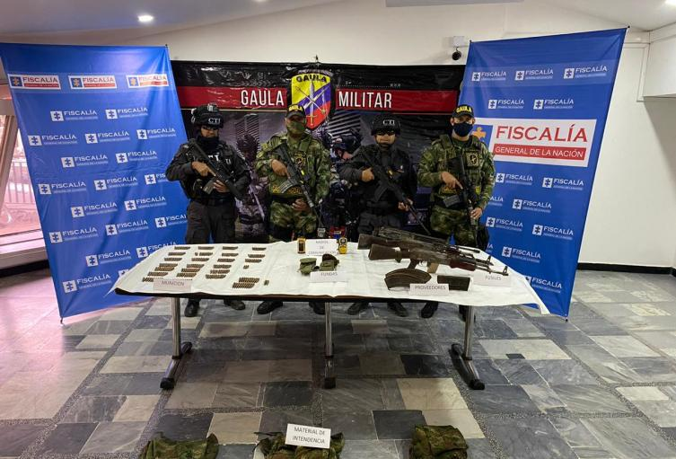 Autoridades lograron descubrir una caleta con armamento y material de guerra