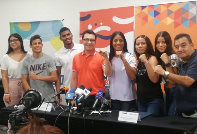 El gobernador espera crear un fondo para becar a jóvenes magdalenense