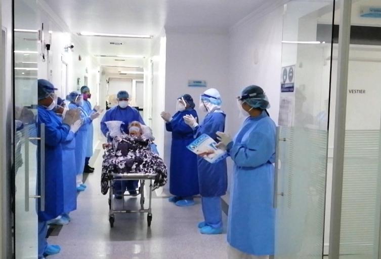 hipertensión  y deficiencia pulmonar eran las enfermedades de base de la mujer