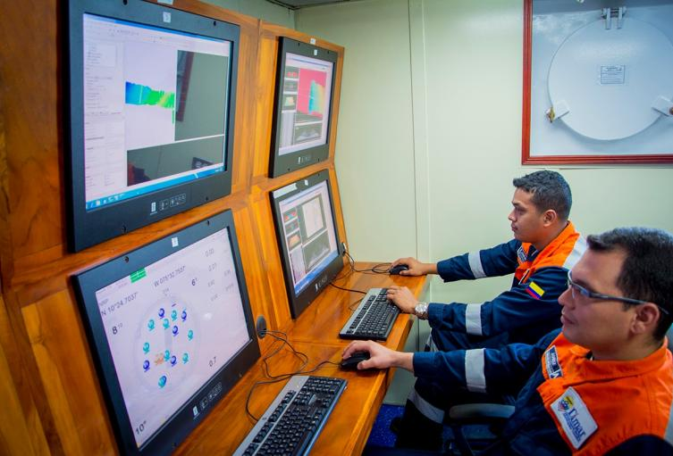 Además, durante las 24 horas, los 7 días de la semana, se monitorea y verifica la información sísmica mundial