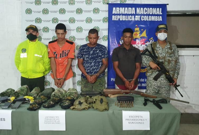 Policìa Nacional y Armada capturan a tres presuntos integrantes del clan del golfo en  el municipio de San Onofre.