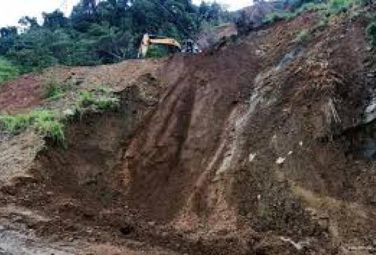 Ya se han removido 20 mil metros cúbicos de material en el lugar del derrumbe.