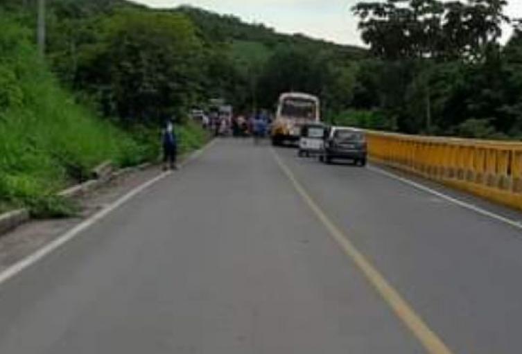 Dueños de buses piden control de pasajeros en motos y motocarros fuera de Turbana