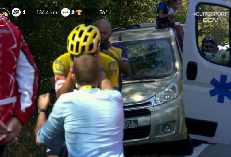 Serio Higuita llorando por su retiro del Tour de Francia