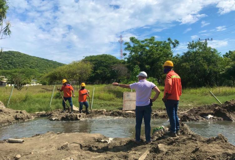 La empresa trata de subsanar la emergencia que causó afectaciones en la zona