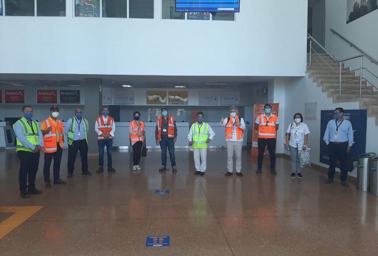 Visita de inspección a aeropuerto de Riohacha.