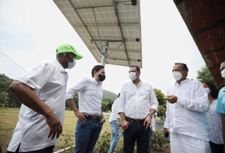 Minminas entrega paneles solares en Urumita.