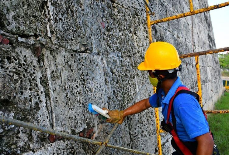 Egresados de la Escuela Taller Cartagena de Indias (ETCAR) desarrollan la limpieza