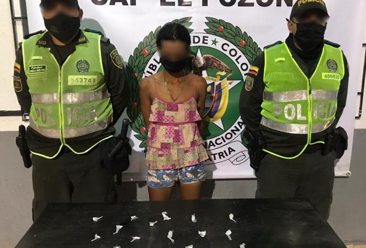 22 dosis de base de coca envueltas en bolsitas transparente.