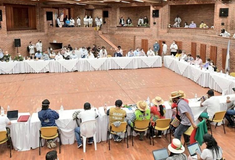 Reunión entre minga indígena y gobierno nacional en Cali