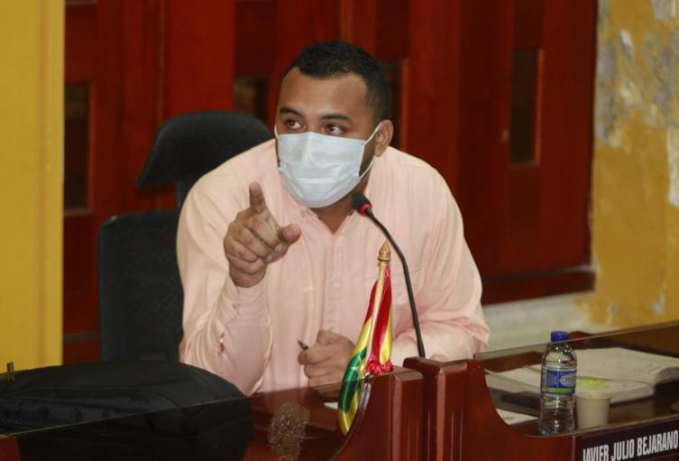 Radicó una petición de posesión y revocatoria directa contra el acto de elección del nuevo presidente