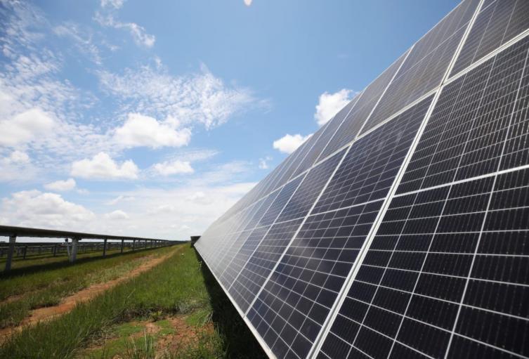 Inauguran nueva planta de energía solar en Colombia en el Meta