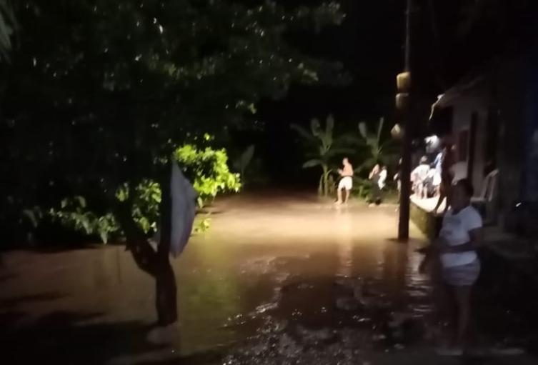 cerca de 70 familias se vieron afectadas por el desbordamiento del río Guachaca