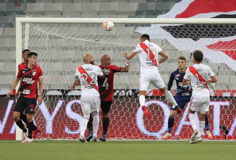Paranaense Vs. River Plate