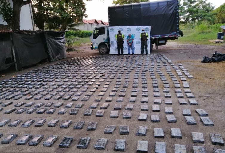 Policía Nacional en Sucre se incauta de 682 Paquetes de Clorhidrato de Cocaína presumiblemente pertenecientes al grupo Armado Organizado Clan del Golfo