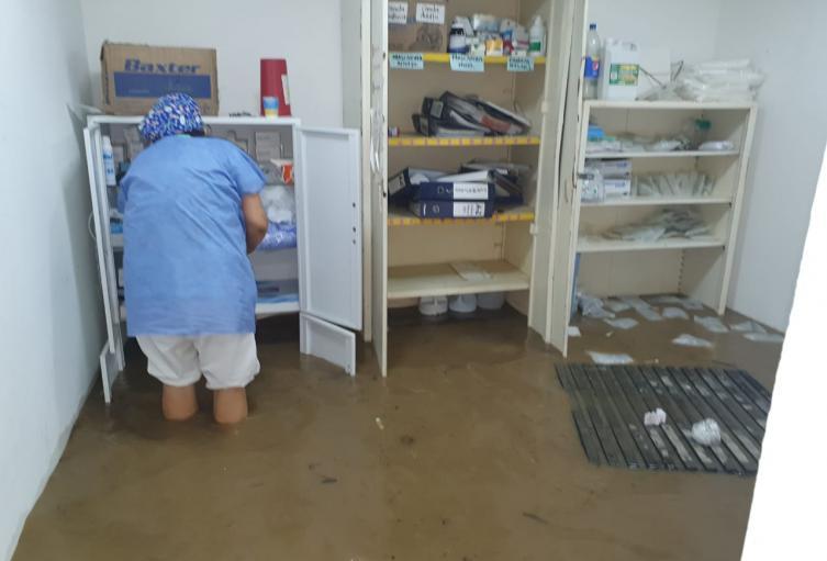 El puesto de salud se inundó junto a los colegios y albergues