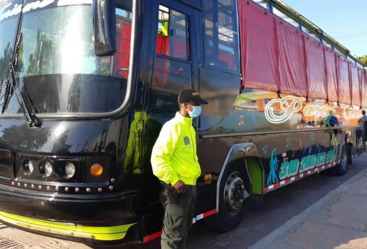 Unidades de la Seccional de Investigación Criminal e INTERPOL (SIJIN), lograron ubicar el bus en un parqueadero