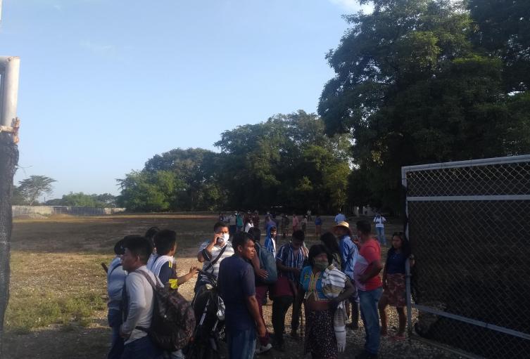 Los indígenas llegaron en la mañana de hoy .