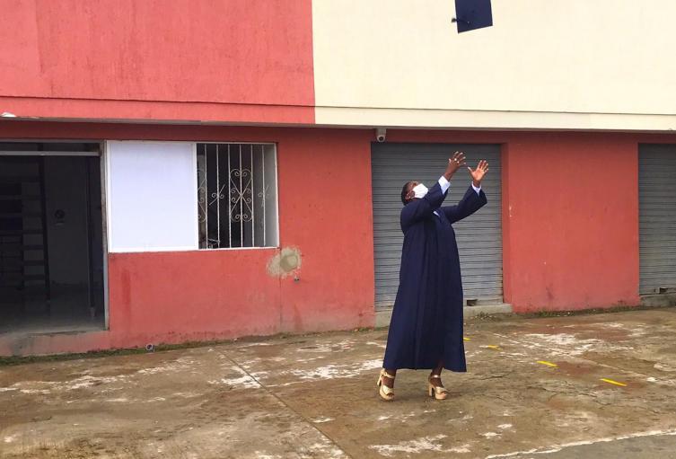 Mientras luchaba contra el Covid-19, interna de la cárcel de Cartagena se graduó como bachiller
