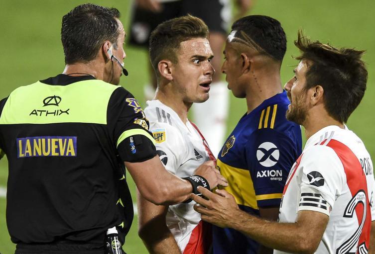 Santos Borré vs Sebastián Villa