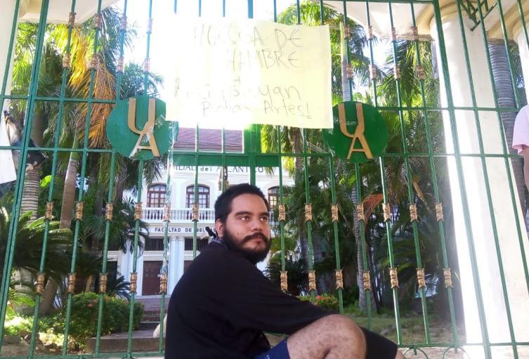 Madre de huelguista Elías Lacouture, denuncia amenazas