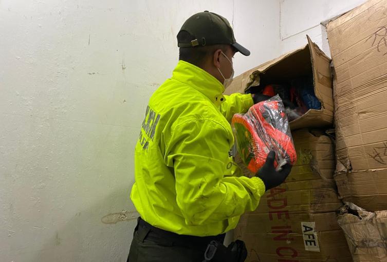 Incautan 200 millones de pesos en mercancía de contrabando en Bazurto
