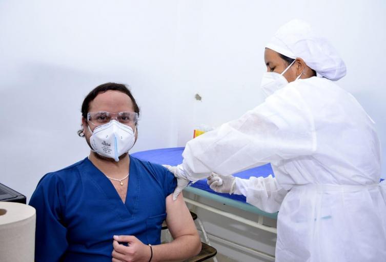 Médico vacunado en Magangué