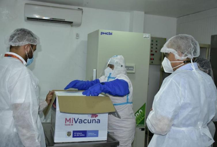 Autoridades disponen logística para jornada de vacunación adultos mayores de 80 años.
