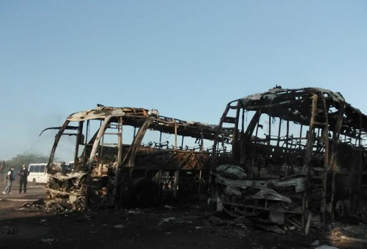 Desconocidos habrían incinerado buses de transporte de trabajadores del Cerrejón