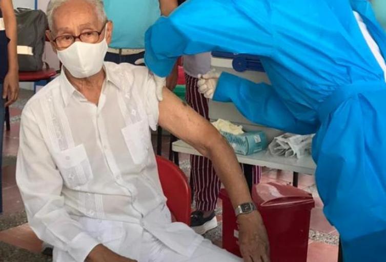 Oswaldo Gaviria, fue el primer adulto mayor vacunado contra el Covid 19 en Cartagena
