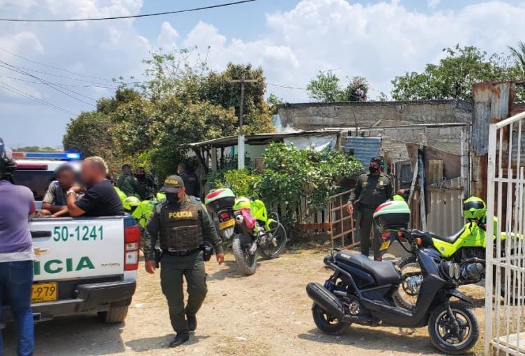 Fueron capturadas 4 personas, entre ellas dos menores