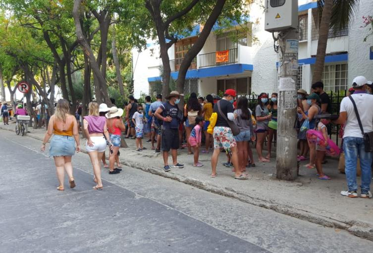 Las autoridades trabajaron para evitar la aglomeración de personas para ingresar a las playas