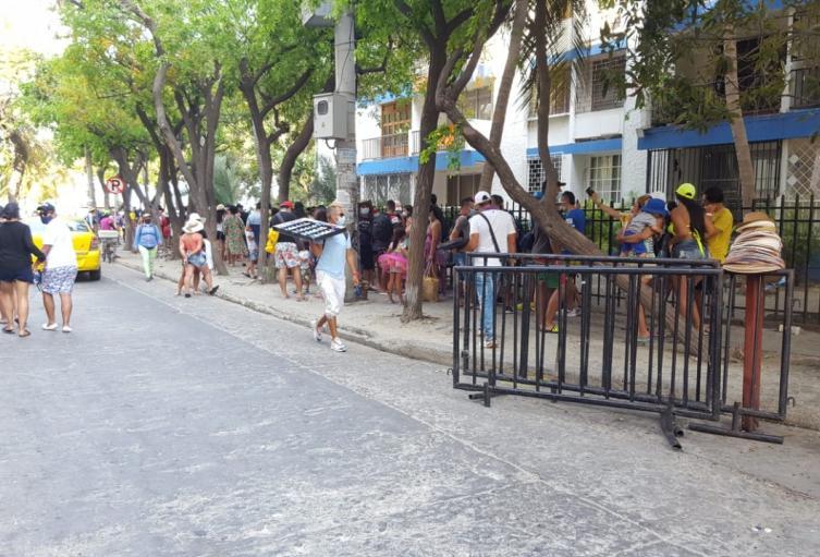 Las aglomeraciones han sido parte del día por lo que las autoridades piden extremar medidas