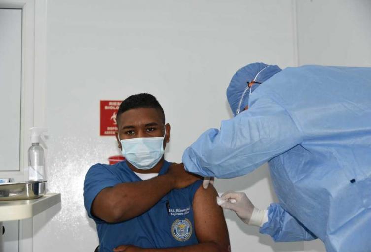Vacunas en la Base Naval