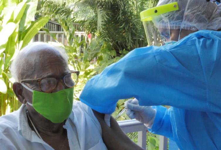 Inicia aplicación de segunda dosis de vacunación anticovid en Cartagena
