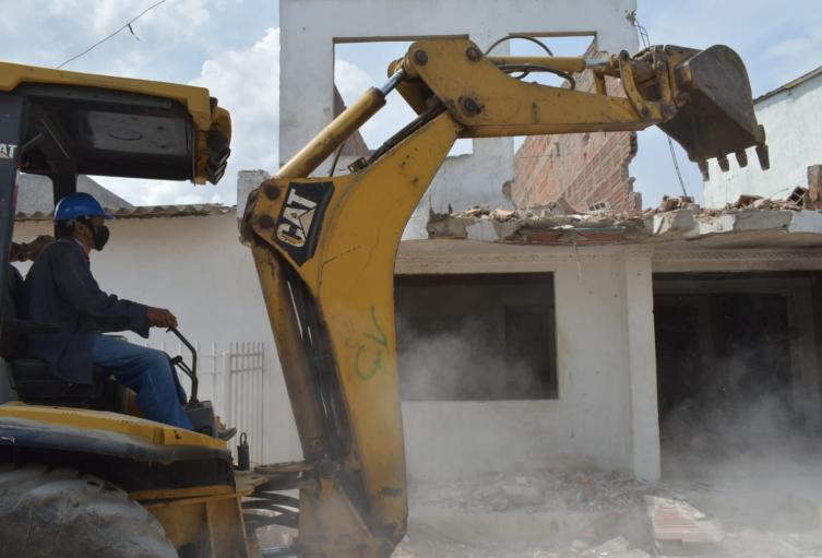 MinDefensa lideró demolición de una de las casas más antiguas utilizadas para venta de droga en Cartagena