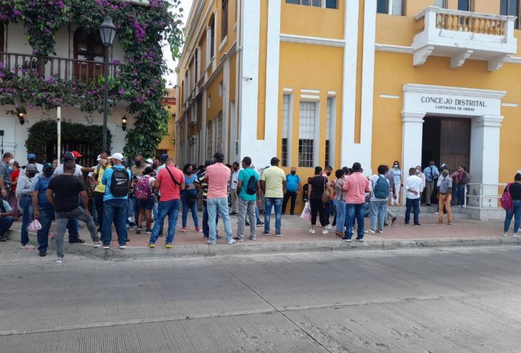 Vigilantes no contratados protestan en el Concejo de Cartagena